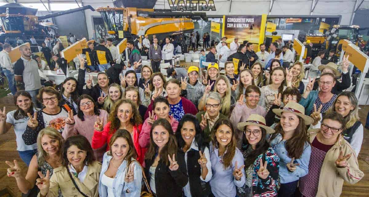 Agricultoras gaúchas participam do debate 'Empreendedorismo Feminino e Tecnologia' no estande da Valtra na Expodireto Cotrijal