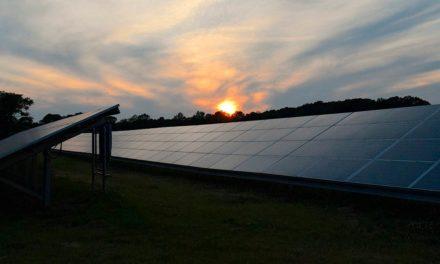Renovigi estuda venda de parte da operação para expandir no país e ampliar o acesso da população à energia solar