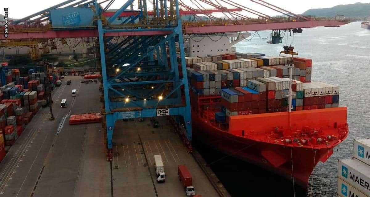 Santos Brasil movimenta 5.245 contêineres em uma única embarcação no Tecon Santos e bate recorde histórico